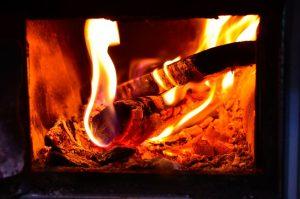 Poêle à pellets contre cheminée